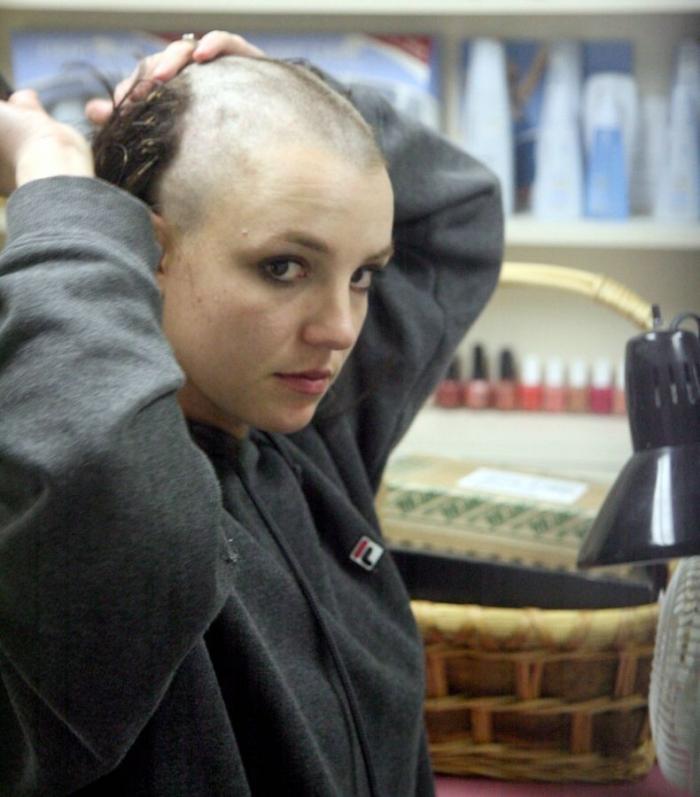 Лысая Бритни Спирс (17 фотографий) Добавлены новые фото