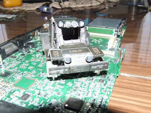 Машина из микросхем (5 фотографий)