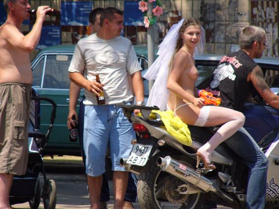 Украинская свадьба байкеров. Интересный наряд. НЮ (3 фото)