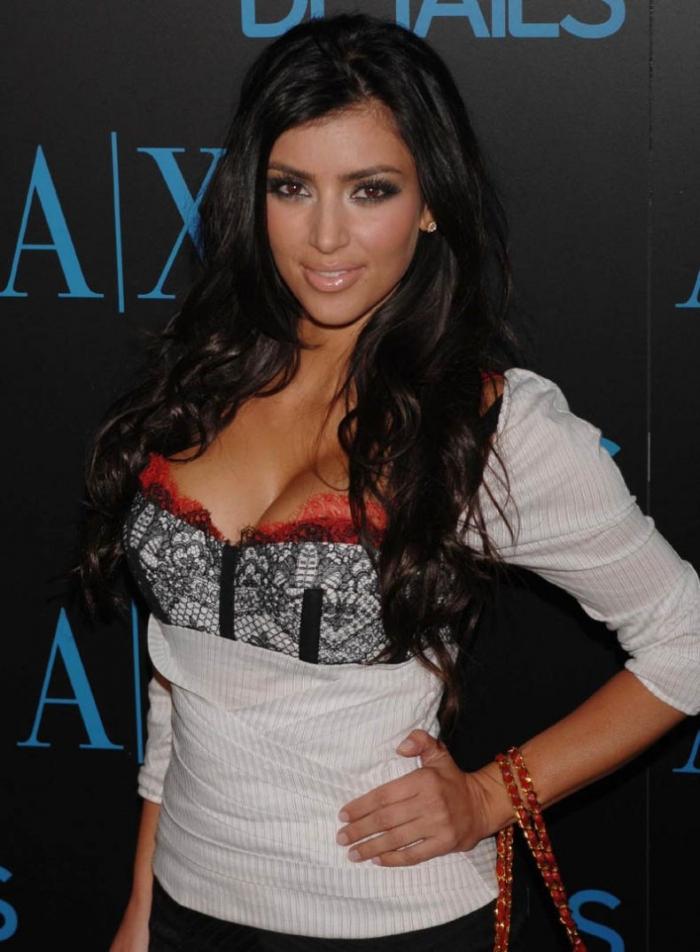 Лучшая подруга Пэрис Хилтон - Kim Kardashian (5 фотографий)