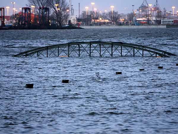 Последствия урагана Кирилл в Европе (22 фотографии)