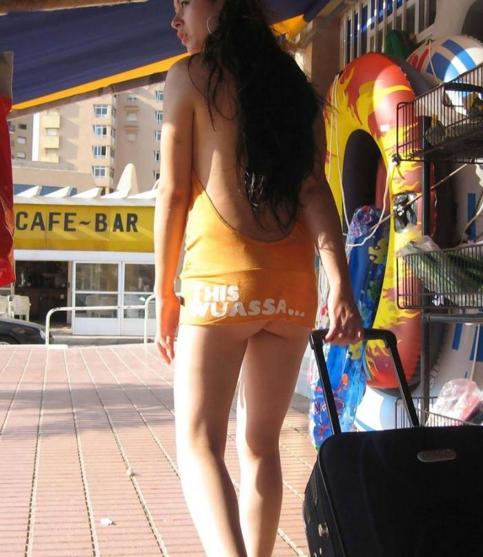 Интересное платье у девушки )) (3 фото)