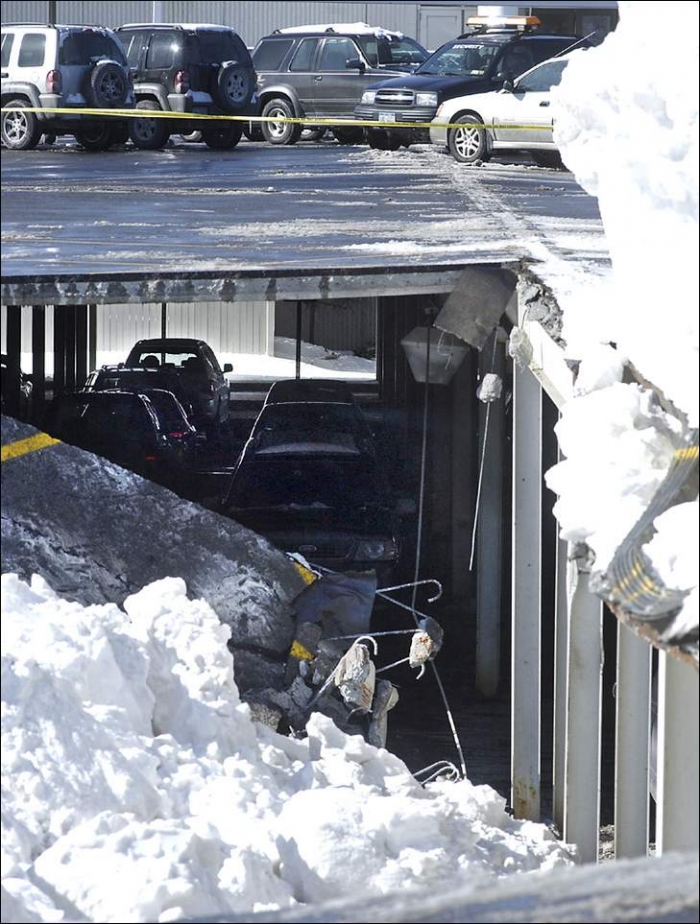 Опа, провалилась подземная парковка (19 фотографий)