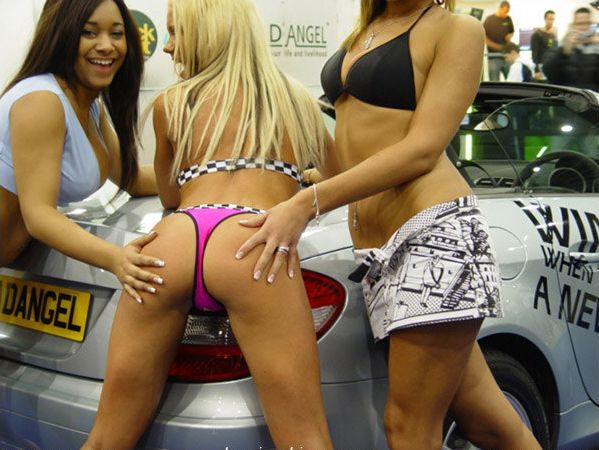 Девушки с автовыставок (50 фотографий)