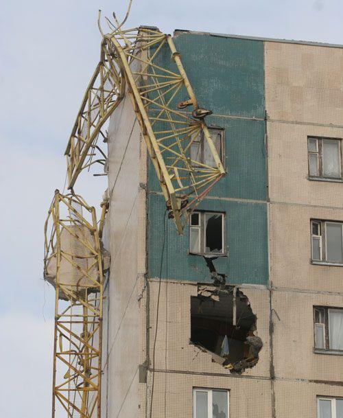 Сегодняшнее падение крана в Питере (10 фотографий)