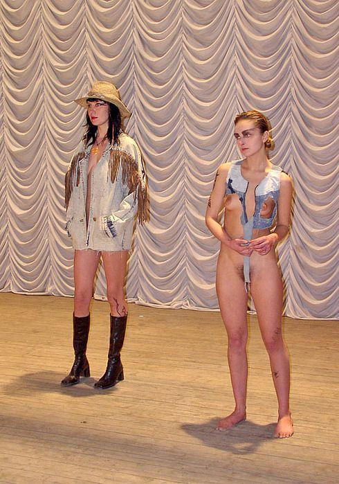 eroticheskiy-pokaz-modi-smotret