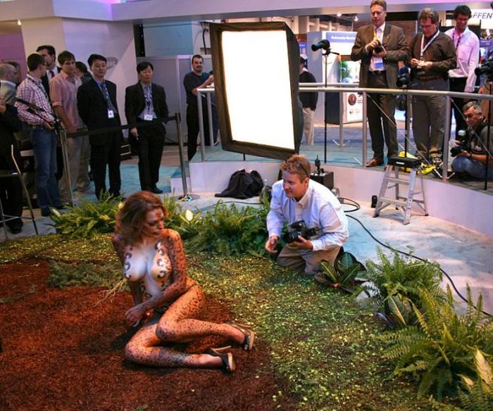 Девушка со стенда Samsung (16 фотографий)