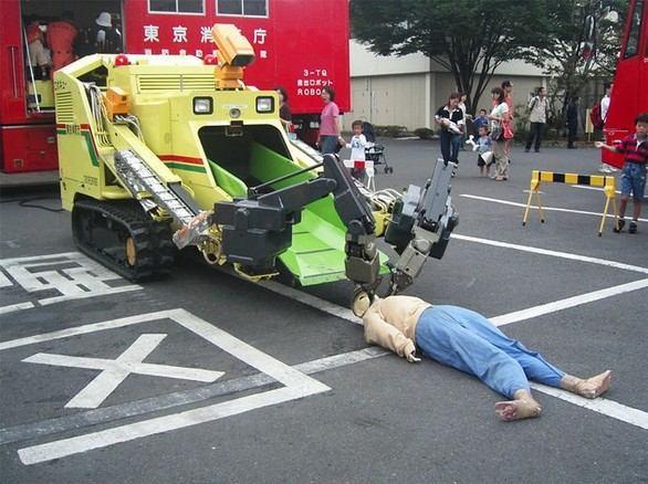 Японское чудо-техники. То ли трупы собирать, то ли смертников (2 фото)