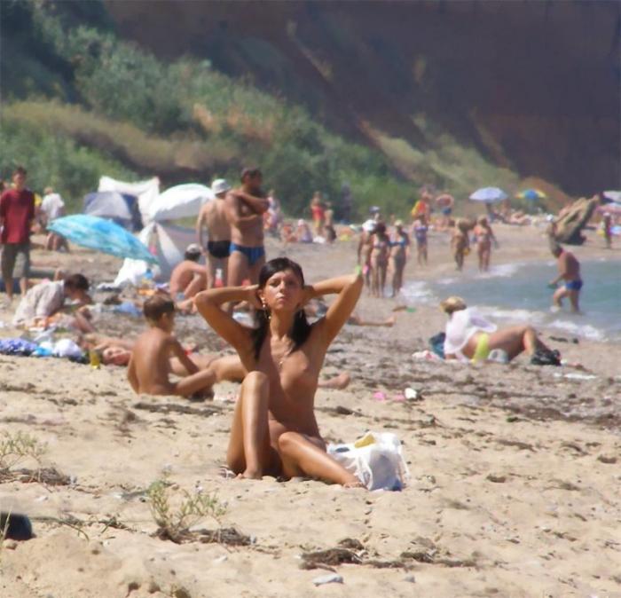 Продолжаем летнюю тему - Нудистки (60 фото)