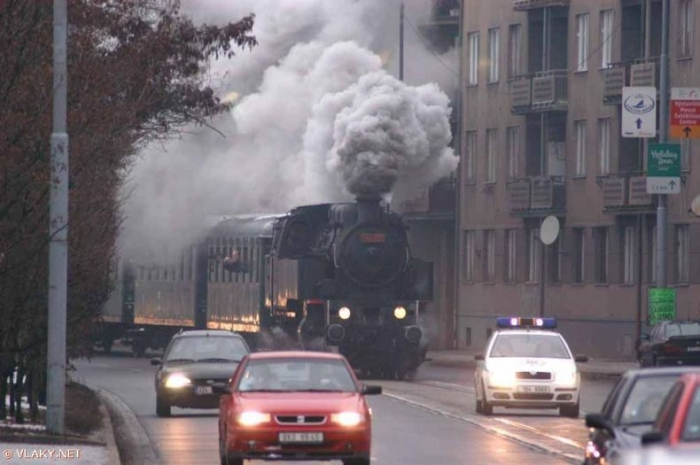 Поезд, который ездит по городу (9 фото)