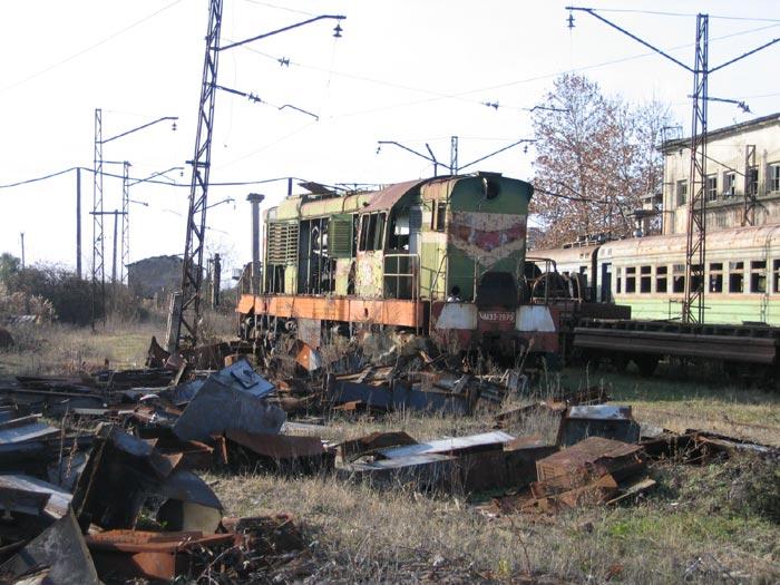 Как умирает Абхазская ЖД после войны и разрухи (81 фото)