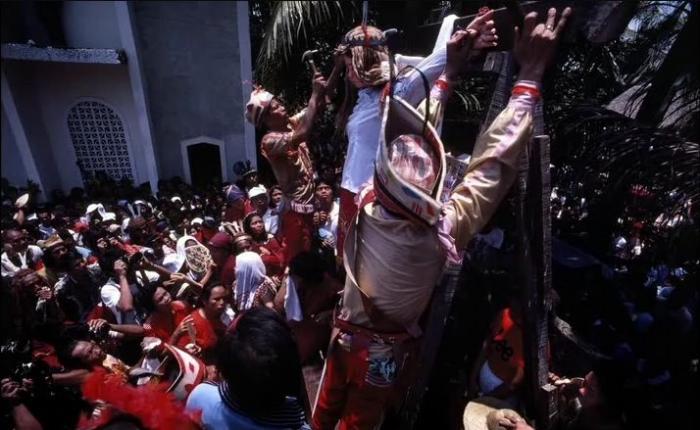 Как празднуют Пасху на Филлипинах. ЖЕСТЬ (7 фото)