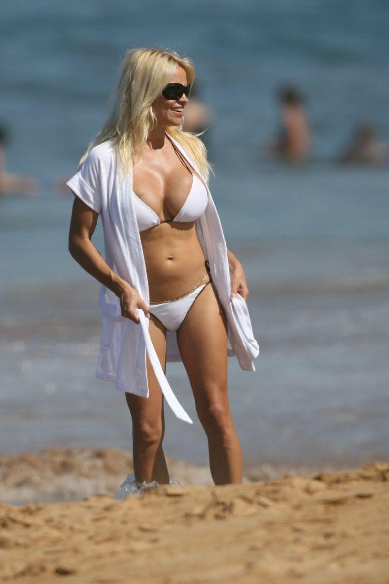 Памелла андерсон на пляже