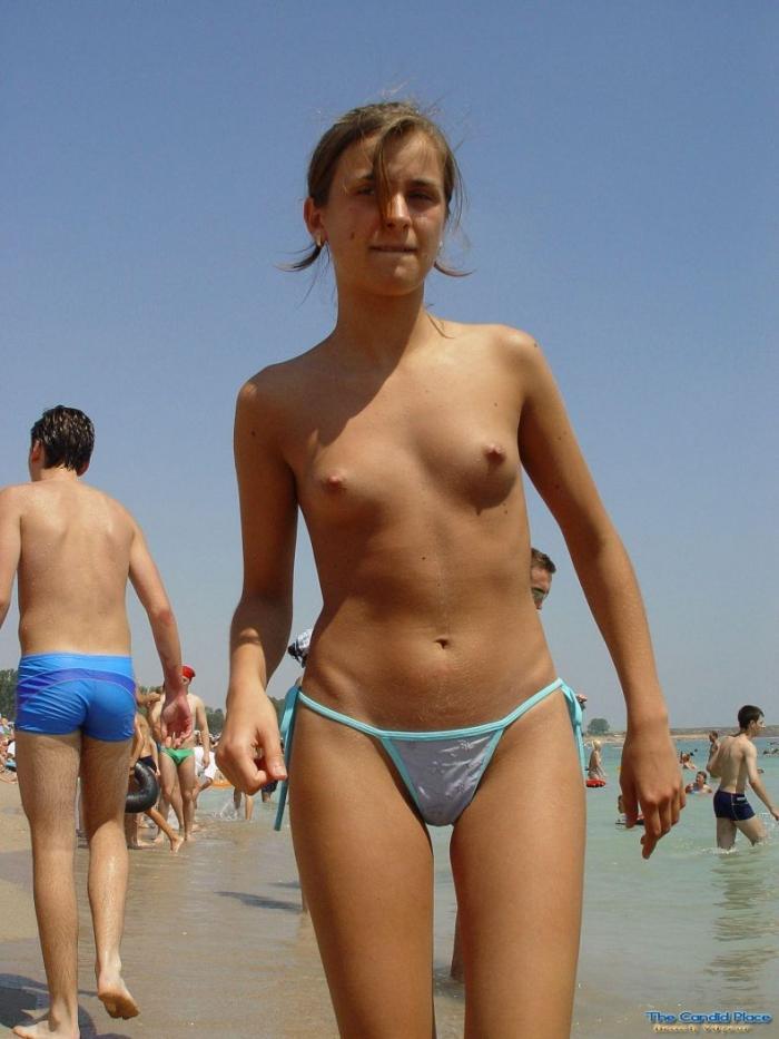 Фото женщин с пляжа топлесс