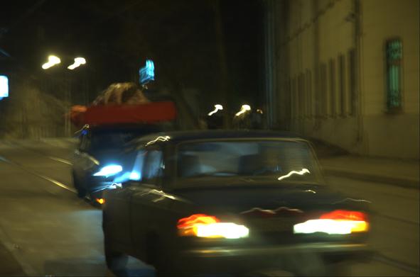 Секс на крышах машин на улицах Москвы (11 фото)