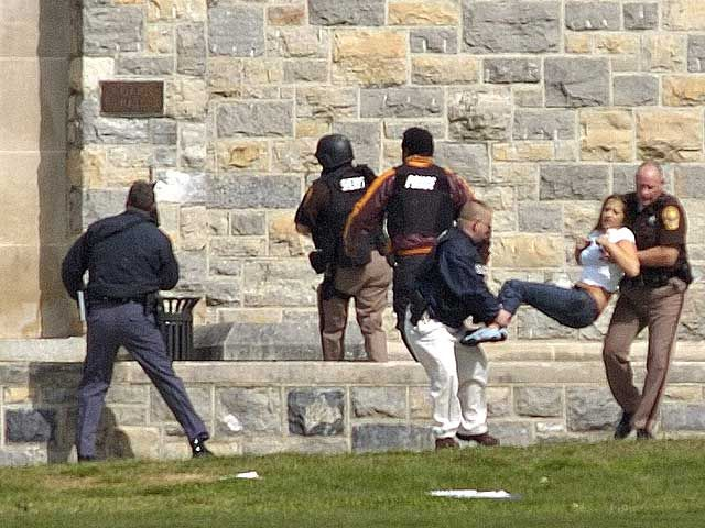 Расстрел студентов в кампусе Вирджинского политехнического института (17 фото)