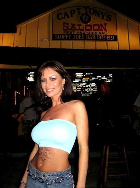 Звезду порнофильмов Crissy Moran застали на дискотеке (14 фото) НЮ