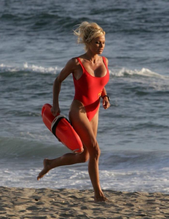 Девушки-спасательницы на пляже фото, секси блондинки видео