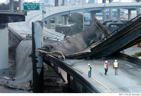 Мост, разрушенный взрывом бензовоза (17 фото)