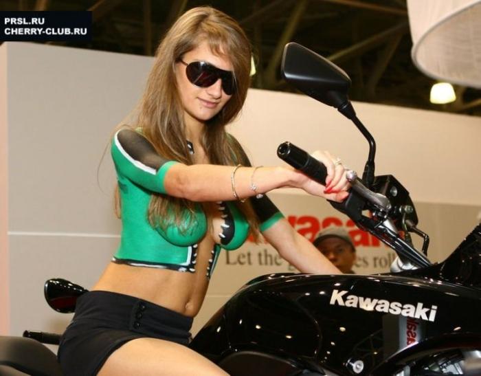 "Девушки и байки на мотошоу в ""Крокус-Экспо"" (23 фото) ОСТОРОЖНО НЮ"