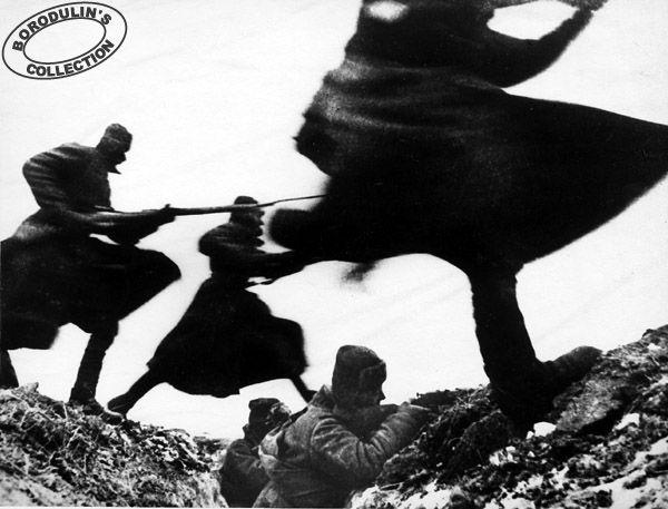 Атака.  1941. Фото Д.Бальтерманца.