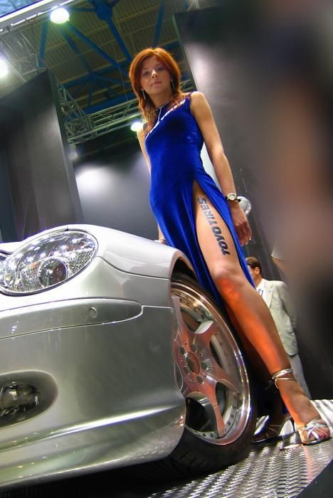 фото засветы девушек на презентации автомобилей
