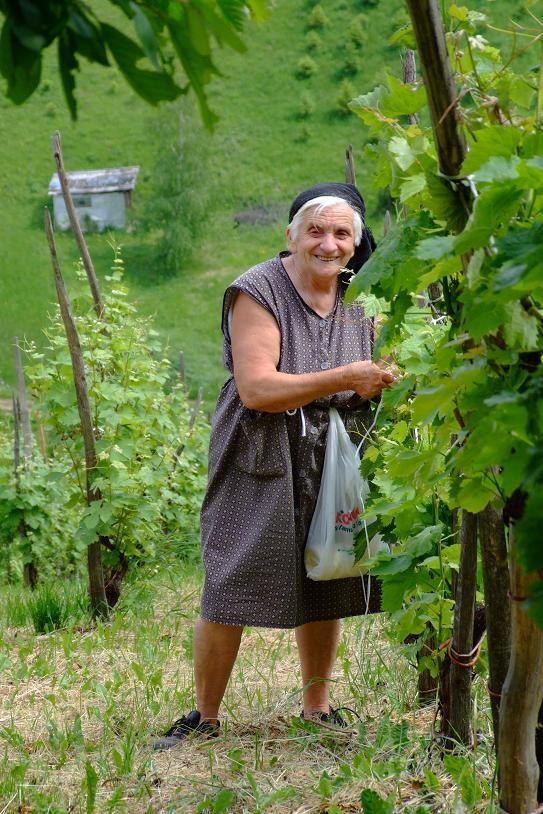 Кого напоминает эта сербская бабушка? ;))