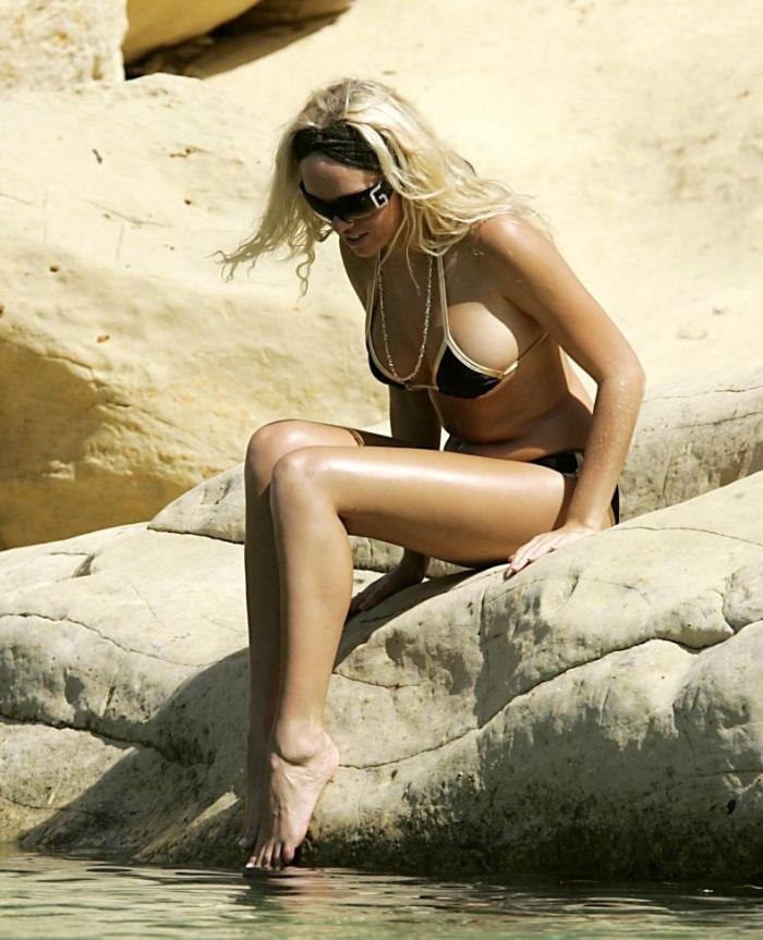 Aisleyne Horgan-Wallace на пляже (12 фото) НЮ