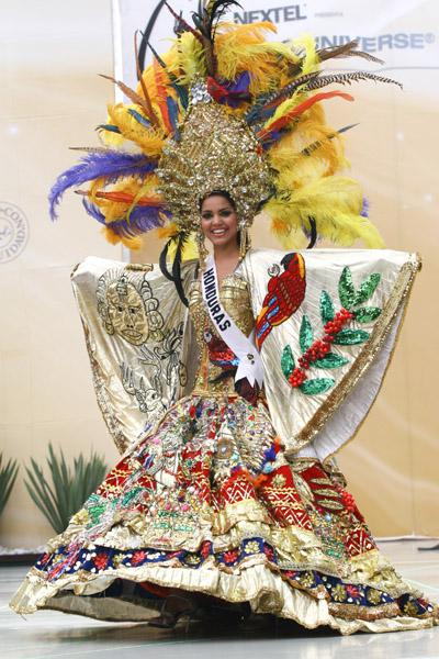 Участницы Мисс Вселенная в национальных костюмах. Ну кто победит? (32 фото)