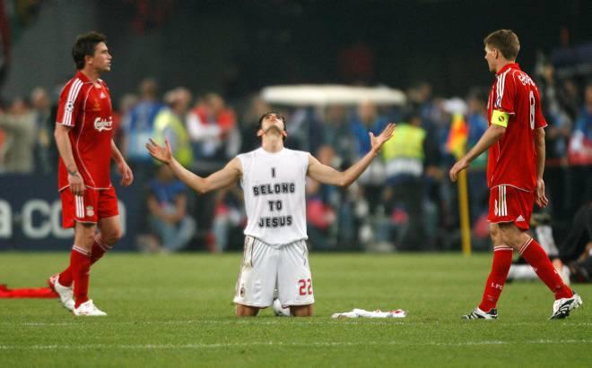 Вчерашний финал Лиги Чемпионов - Милан - Ливерпуль 2:1 (32 фото)