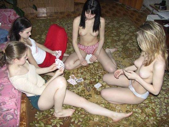 Небольшая подборка девушек топлес (80 фото)