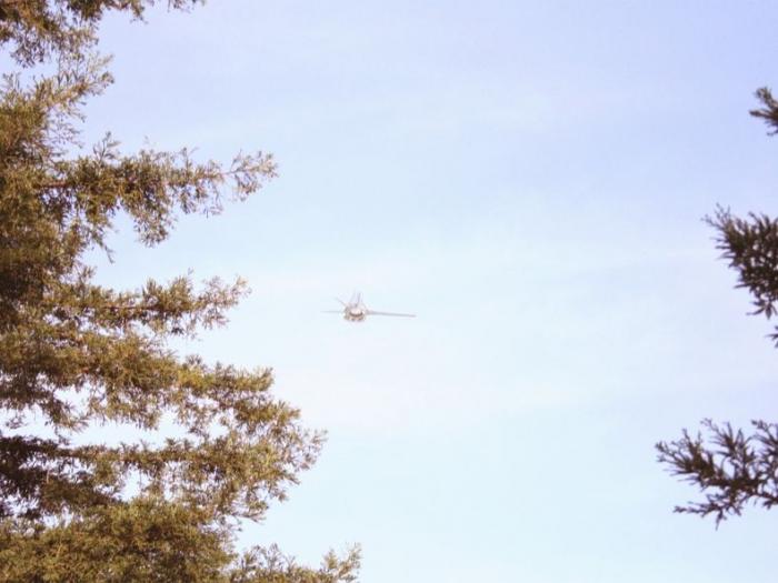 НЛО или тестирование нового самолета или же банальный Фотошоп? (6 фото)
