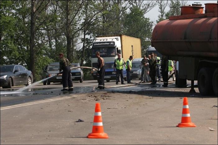 Вчерашняя авария на московском шоссе в Питере (3 фото)