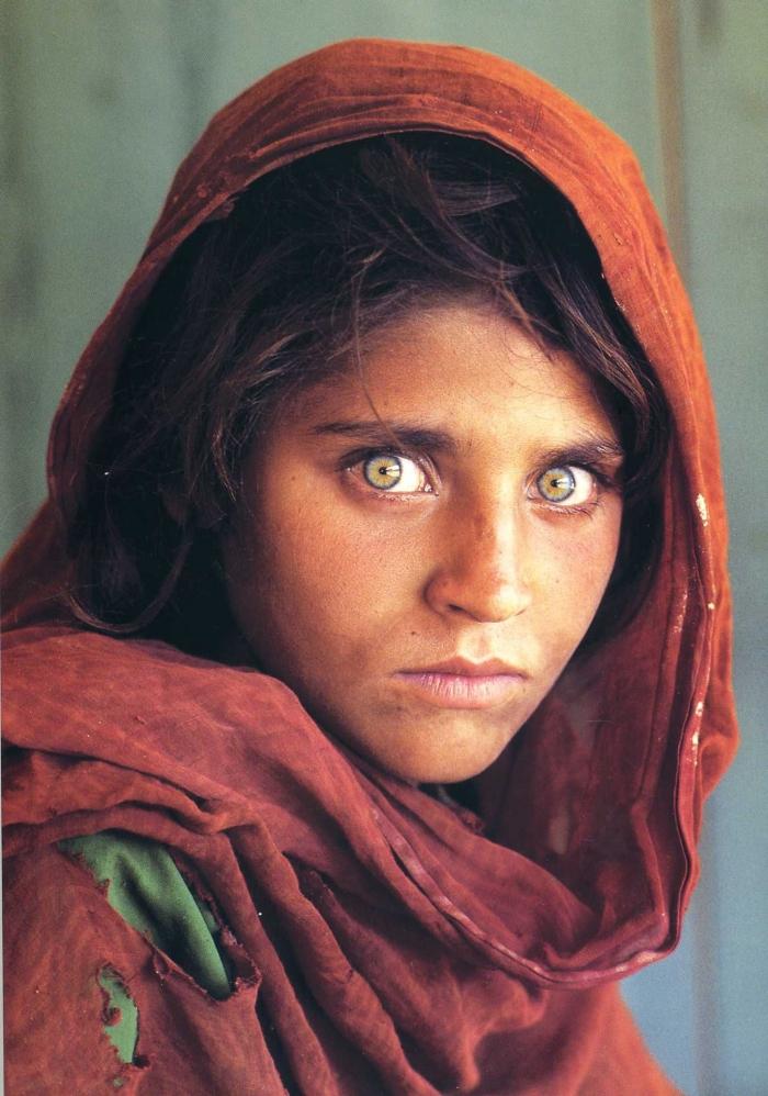 Фотография афганской девушки из Пешавара