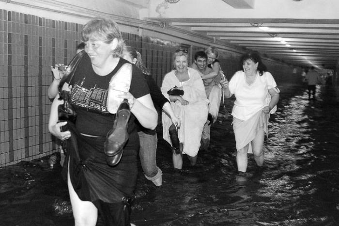 Потоп в киевсеом метро. Затопило ливнем (13 фото)
