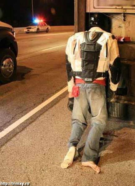 Мотоциклист влетел... Как так получилось? (6 фото)