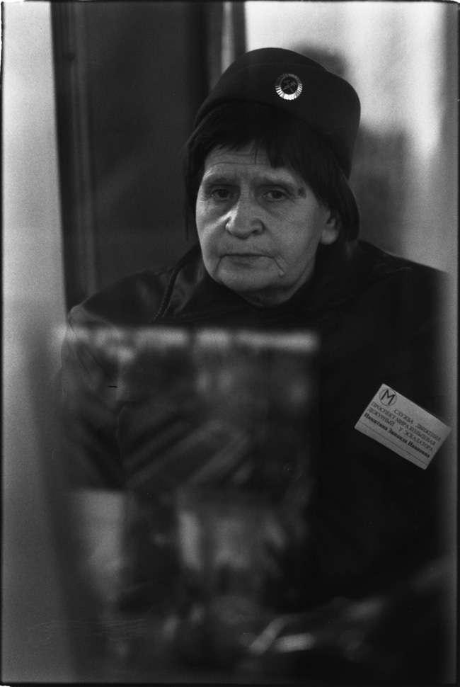 Работники московского метро. Те самые, которые сидят в будках (11 фото)