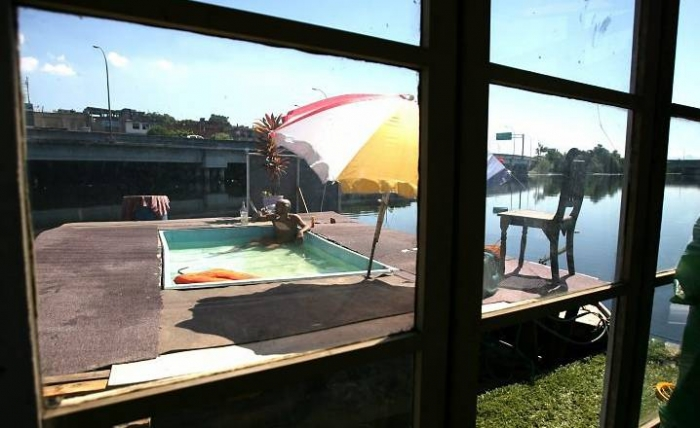 Плавающий дом для бедняков ) (6 фото)