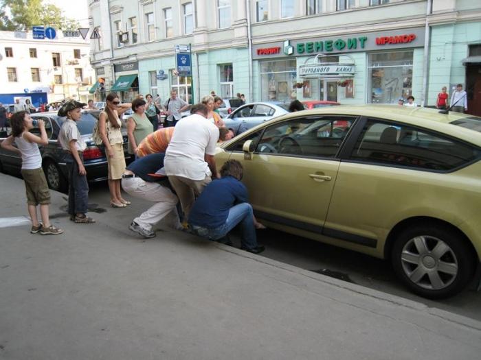 Из-за чего получилась пробка трамваев? (3 фото)