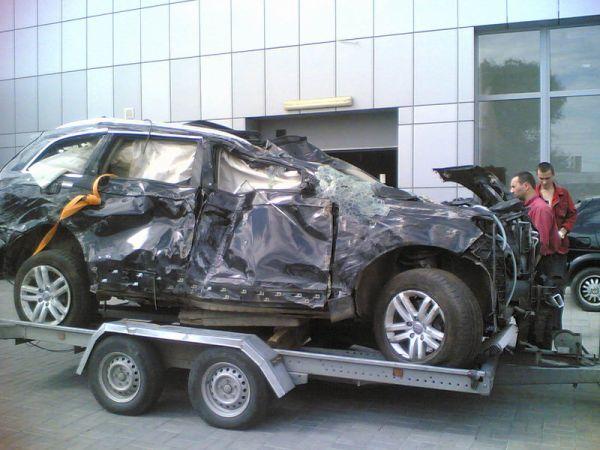 Audi Q7 вдребезги (6 фото)