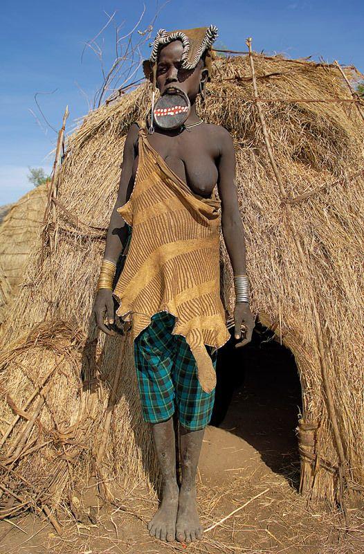 Жесть дня. Эфиопия. Племя Мурзи (20 фото)