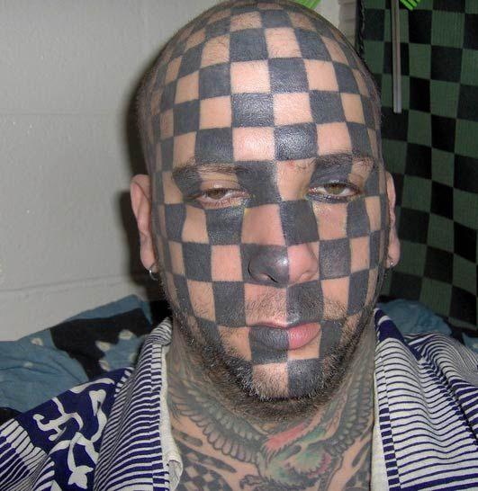 Жесть. Человек - шахматная доска (7 фото)