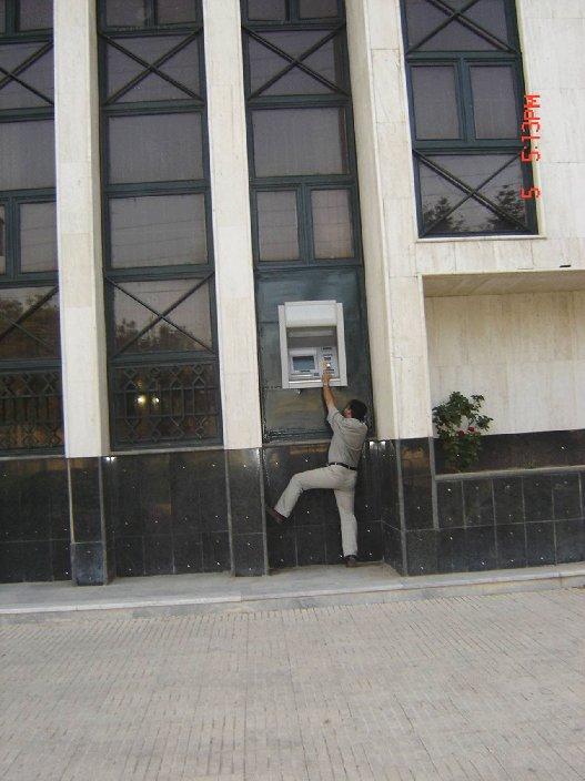 Защита от грабителей? (2 фото)