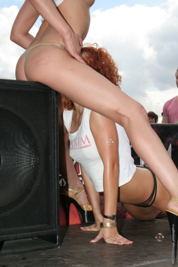 Рыжая бестия журнала Maxim на Автоэкзотика 2007 (22 фото) НЮ!