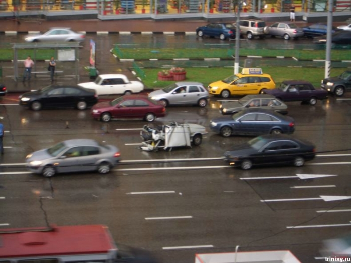 Ужасная авария на Ленинском проспекте в пятницу 13го (6 фото)