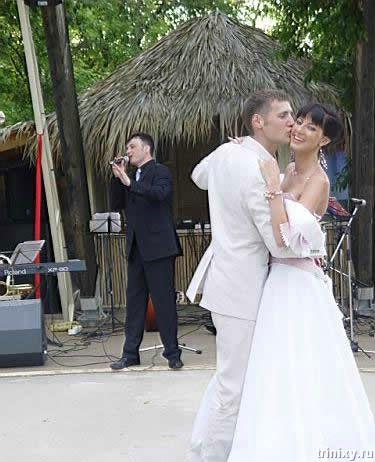 На свадьбе состоялось и традиционное похищение - правда , не невесты, а...