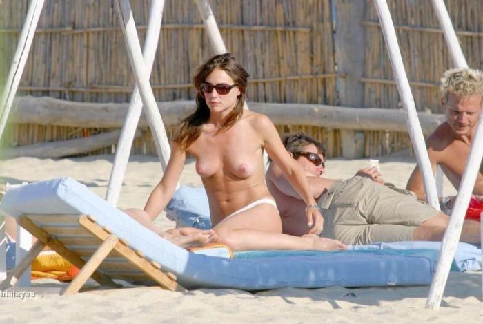 Девушки на пляже. МНОГО НЮ (45 фото)