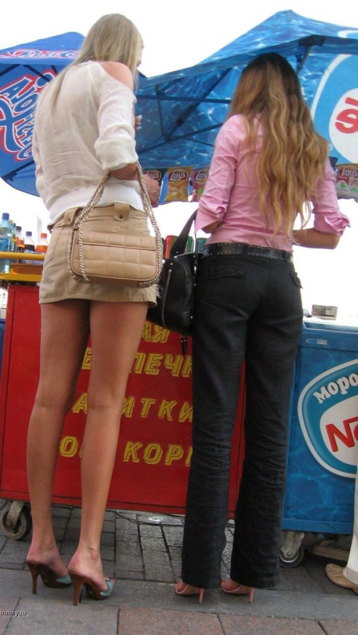 Уличные красавицы (22 фото)