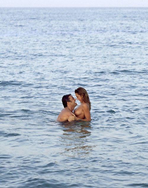 Алена Середова и Джанлуиджи Буффон на пляже (20 фото)