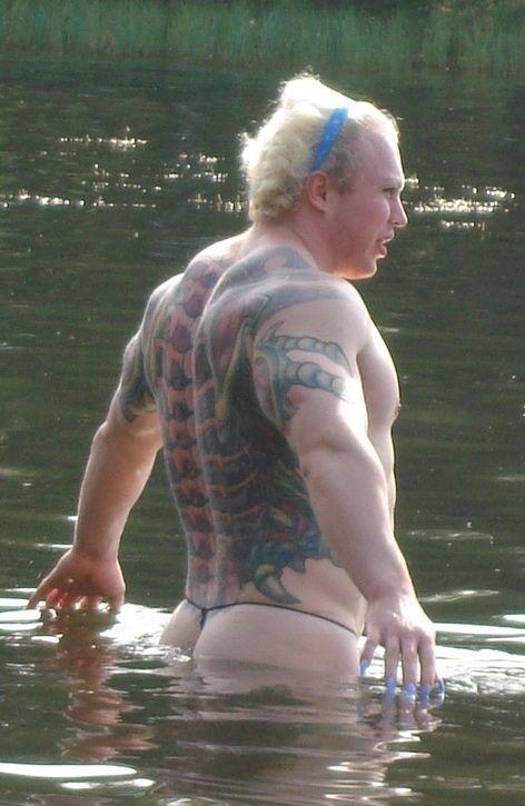 Жесть дня. Человек на озере (8 фото)
